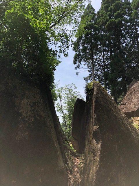謎の巨石群